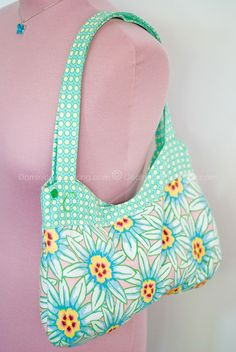Poinsettias curvy bag (with free pattern)