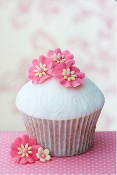 cupcake pink flowers, sweet foods, icing recipes, cup cake, wedding cakes, flower cupcakes, sugar flowers, little flowers, dessert