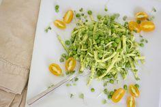 "raw zucchini ""pasta"" with an avocado & pea pesto // raw,vegan"