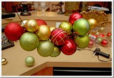 so that's how they do that... dollar store ornaments threaded onto wire hanger... voila! a fabulous wreath!