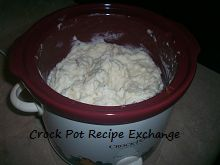 Creamy Crock Pot Roasted Garlic Mashed Potatoes.... and NO boiling the potatoes on the stove first, everything done in the crock pot!