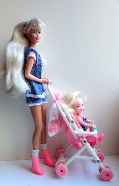 Strollin' fun Barbie & Kelly dolls 1995