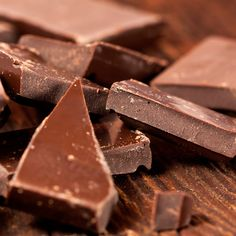 In 1930, Ruth Graves Wakerfield invented what tasty treat when she used semi-sweet chocolate pieces instead of baker's chocolate in a recipe?