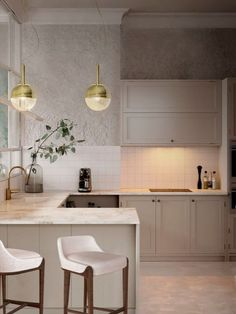 Long gone are the days when the kitchen was a functional space used purely for food preparation and cooking. Nowadays kitchens are much more than that. See these beautiful interior designs! #housedesign #interior #decor #moderndecor #interiordecor #modernhomes #moderninteriordesign #besthomestyle #home #homedecor #homeideas #kitchen #kitchenremodel #kitchendesign