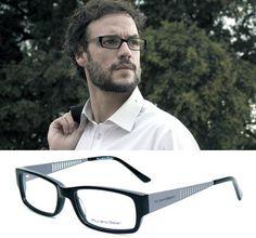 El actor Daniel Grao en el corto Tránsito con gafas Pull by Opticalia