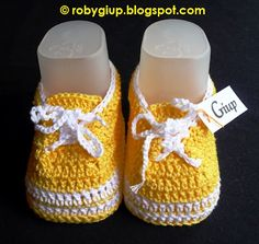 "Newborn shoes (size 0-3 months) in crocheted cotton, ""Superga"" style, with shoe laces #baby #shoes #crochet"