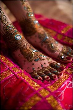 Mehandi Design: beautiful design for the feet