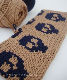 by hf More Tapestry, I had to try to make some skulls .. looks Tunisian Crochet.❥