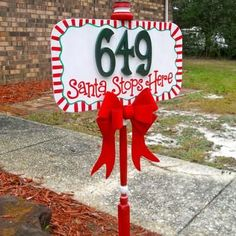 Santa Stops Here Address Sign {Outdoor Christmas Decorations}