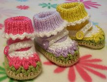 Ravelry: Baby Tulip Mary Jane Shoes with Attached Socks pattern by Marcia Peterson