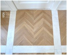 Trendspotting: Combine herringbone wood with marble accents for a chic flooring look. || @astoriedstyle
