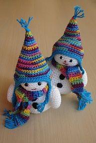 Snowmen by Emyh Tana {ravelry} #Crochet #Gift Love the colors!