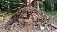 using natural elements to create play spaces for kids in the yard