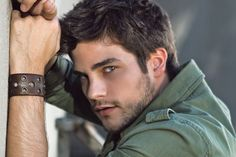 Brant Daugherty aka Noel Kahn on Pretty Little Liars