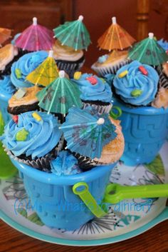 Tropical Beach Cupcakes on http://momwhats4dinner.com/tropical-beach-cupcakes/