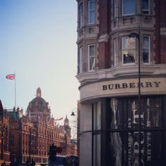Clear skies over the #Burberry store in Knightsbridge 15°C I 55°F #BurberryWeather, captured by London