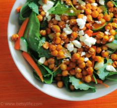 Buffalo Chickpea Salad | Betsylife.com