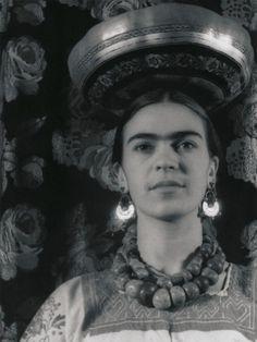 Frida Kahlo en el apartamento de Bertram y Ella Wolfe  Carl Van Vechten  Nueva York, 1932
