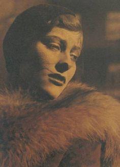 Josef Breitenbach - Portrait de l'Actrice Marianne Hoppe, 1933  (via regardintemporel )