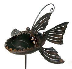 piranha birdfeeder garden stake