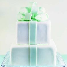 A fondant bow is a perfect topper for a birthday cake. Find out how to make this creative cake here: http://www.bhg.com/party/birthday/cake/birthday-cakes-for-girls/?socsrc=bhgpin070912#page=10