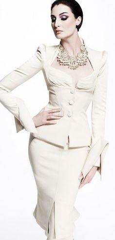 #powerdress #businesswear #officeattire #workwear #businesswoman #passion #success #happiness