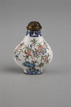 Chinese Snuff Bottle  ~  1736-1795  Painted enamels on copper   Metal stopper