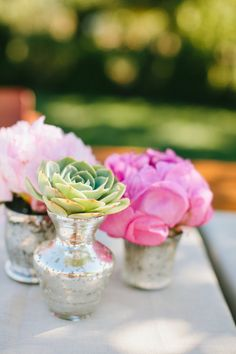 bud vase, succulents and flowers, simple centerpieces, flower display