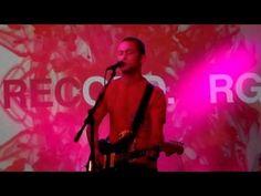 "Joseph Gordon-Levitt singing ""Bad Romance"""