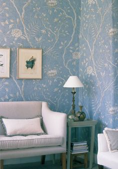 gorgeous blue and white room with wallpaper…