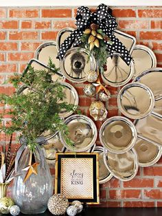 Forgo traditional wreath materials in lieu of something a little more creative -- faux-metal trays, for example! http://www.bhg.com/christmas/wreaths/christmas-wreaths/?socsrc=bhgpin100114plastictrays&page=4