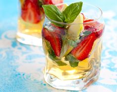 Strawberry-Basil Water is a perfectly refreshing drink to add to your healthy lunch! #strawberry #basil #water