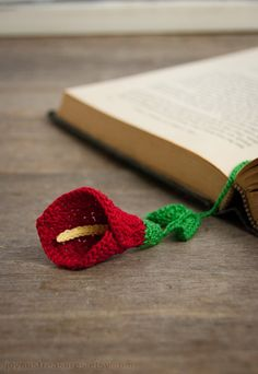 Pretty Flowers,  Crochet designs, diagrams, how to's and ideasCalla Lily Crocheted Bookmark - so different!