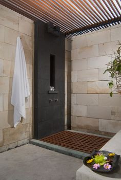 Outdoor shower with pergola-style roof- tonton studio (anthony liu & ferry ridwan)