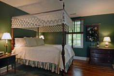Hunter green bedroom/ I love this. Would look good in my old timey house.