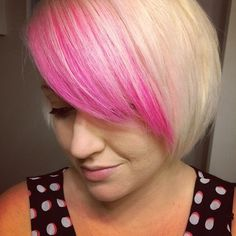 xsparkage has pretty pink hair!