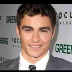 I cant help but giggle when he smiles. hello, eye candi, guy, beauti peopl, hotti, dave franco3, men, celebr, boy