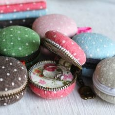 Turn a sweet meringue-based confectionery into a coin purse? This is the tutorial on how to sew a Macaron Coin Purse.