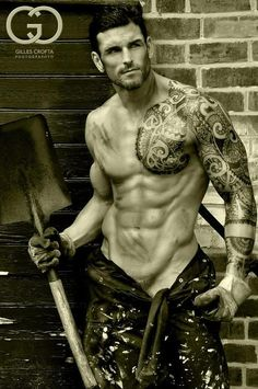 Stuart Reardon. Rugby-playing, tattooed tamale.