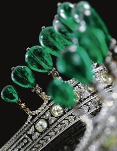 Alt view of the Emerald tiara circa 1900 from the collection of Princess Katharina Henckel von Donnersmarck and probably the work of Chaumet.