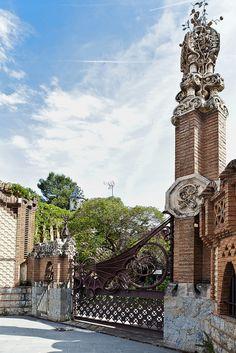 Finca Güell ,   Barcelona  de  Antoni Gaudí, Spain