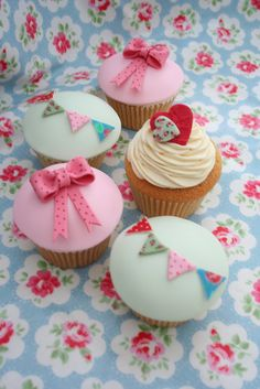 Cath Kidston Inspired Cupcakes by katiescupcakes, via Flickr