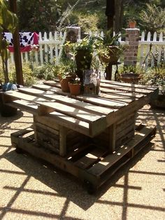 Patio pallet table
