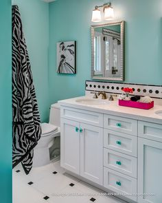 So refreshing, turquoise and pink bathroom.