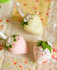 strawberry pincushions from Down Grapevine Lane on flickr