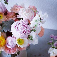 Gorgeous pastel flowers. #printinspiraiton