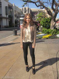 maria menounos' Extra look of the day: jacket @bodchristensen, top amanda christine @hautehousepr, necklace @ebelljewelry