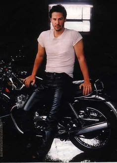 Keanu Reeves..this is one sexy picture! Hubba..Hubba!