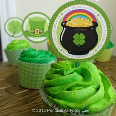 Free printable St. Patrick's Day cupcake toppers #cupcakes #StPatricksDay