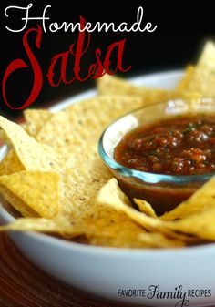 This fresh homemade salsa is WAY good! We've been trying out different ways to make homemade salsa for years and this one has been the best by a long shot! #salsa #homemadesalsa